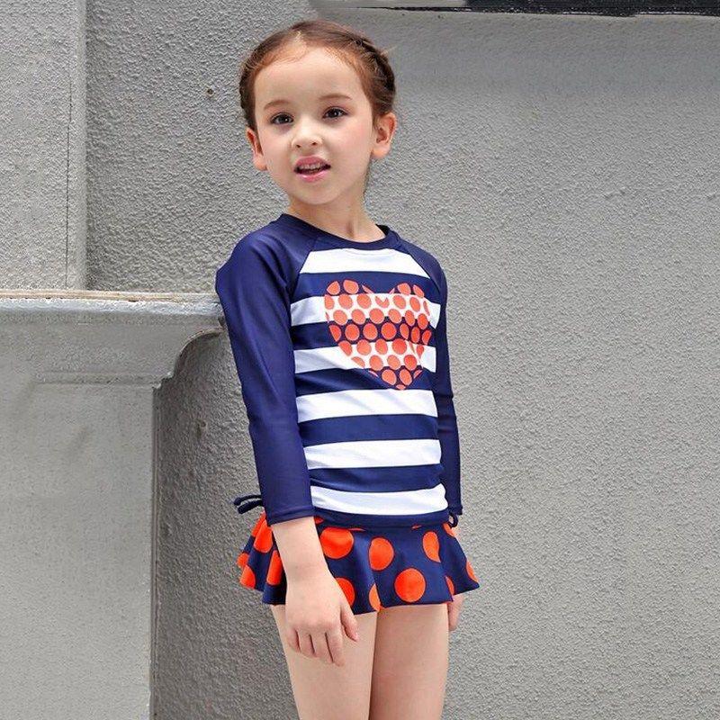 Bộ đồ bơi bé gái này chắc chắn sẽ khiến bé thích mê bởi độ dễ thương của nó