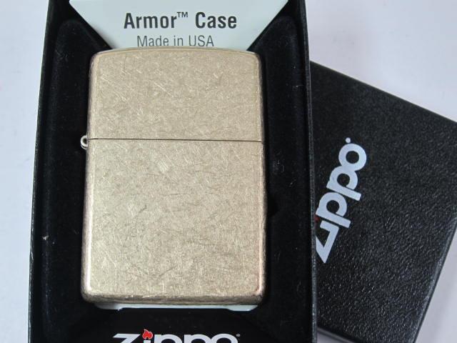 Bật lửa Zippo Armor 28496 đựng trọng chiếc hộp đặc trưng của hãng