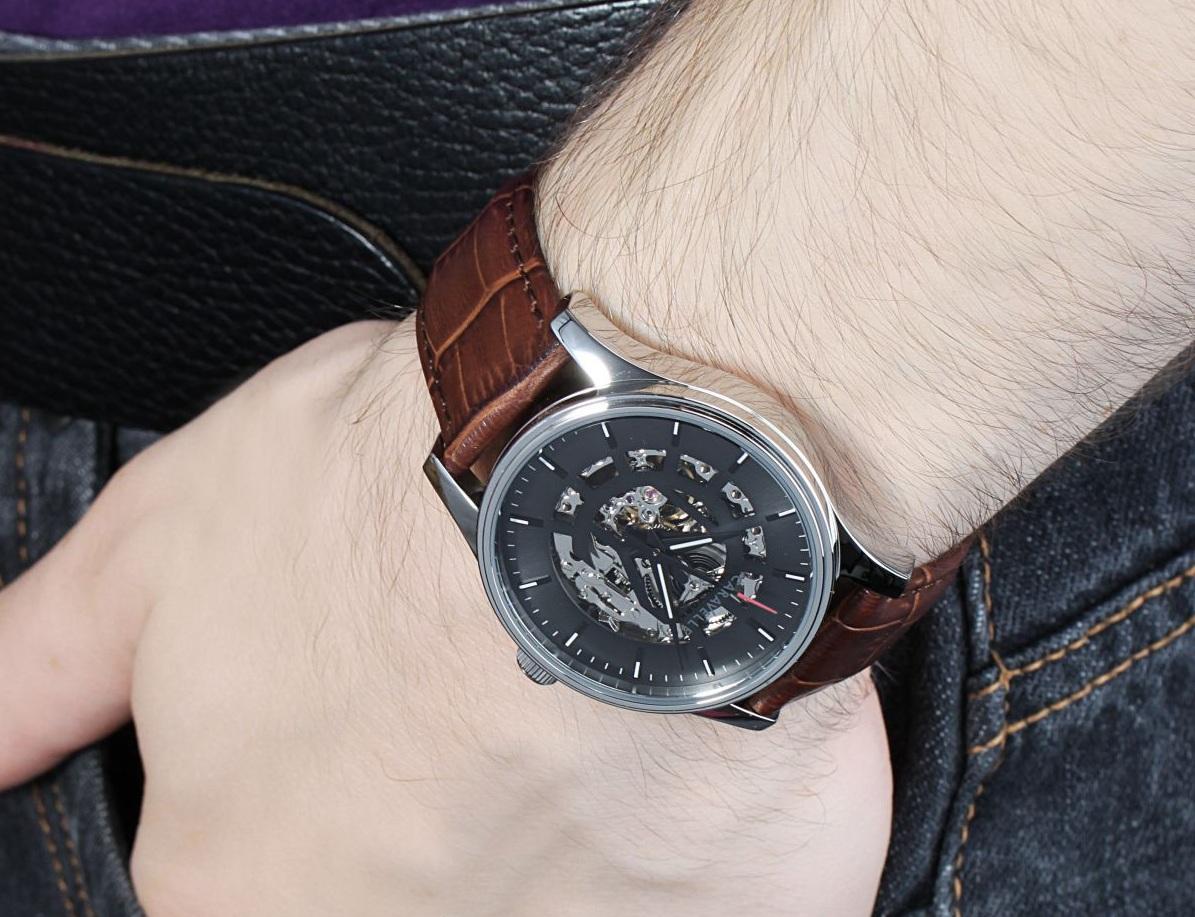 Chiếc đồng hồ Caravelle New York trên tay mang sức hút khó cưỡng