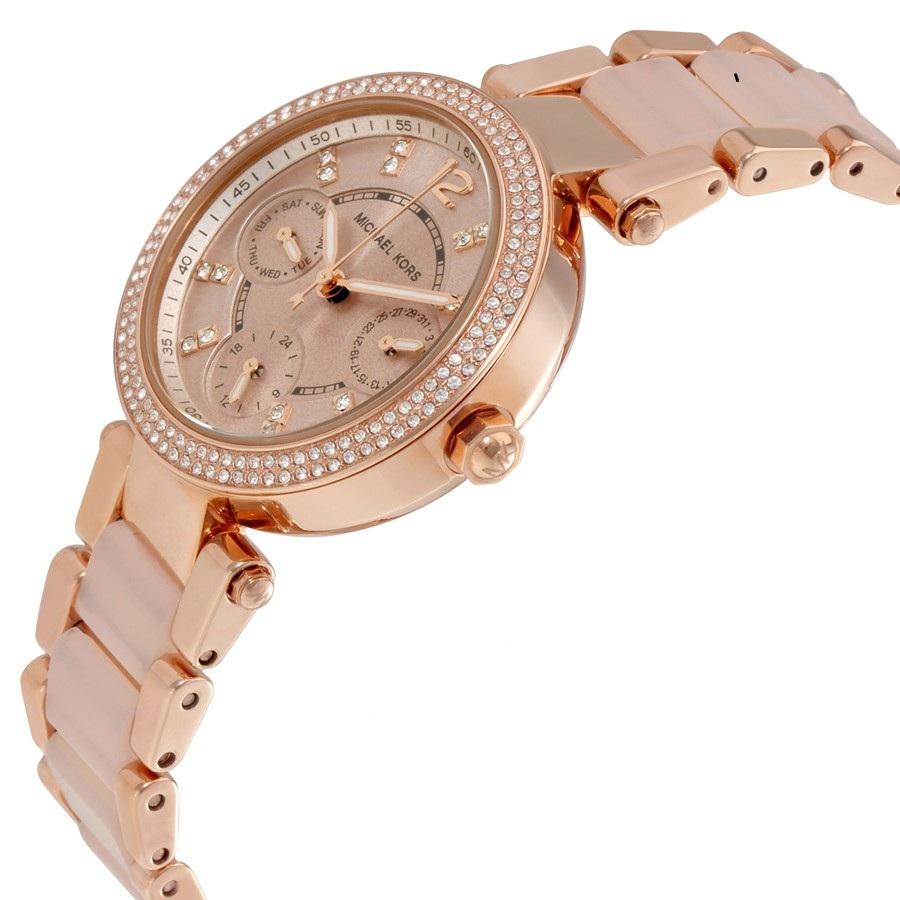 Kim đồng hồ được phủ một lớp phản quang giúp xem giờ dễ dàng trong điều kiện thiếu sáng