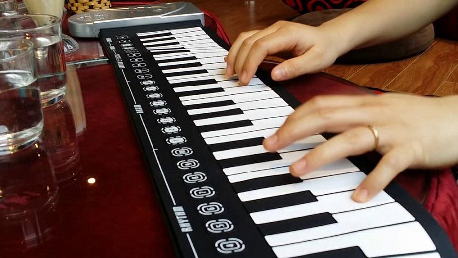 Đàn piano điện tử cuộn dẻo 49 phím giá rẻ toàn quốc