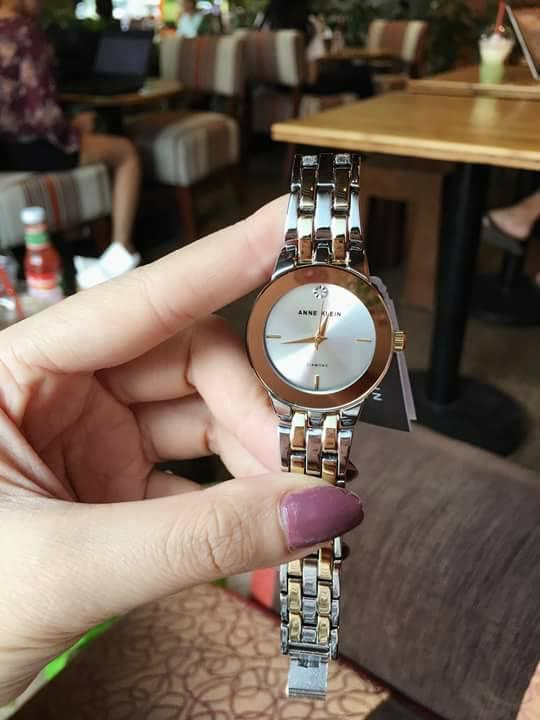 Cận cảnh chiếc đồng hồ Ann Klein