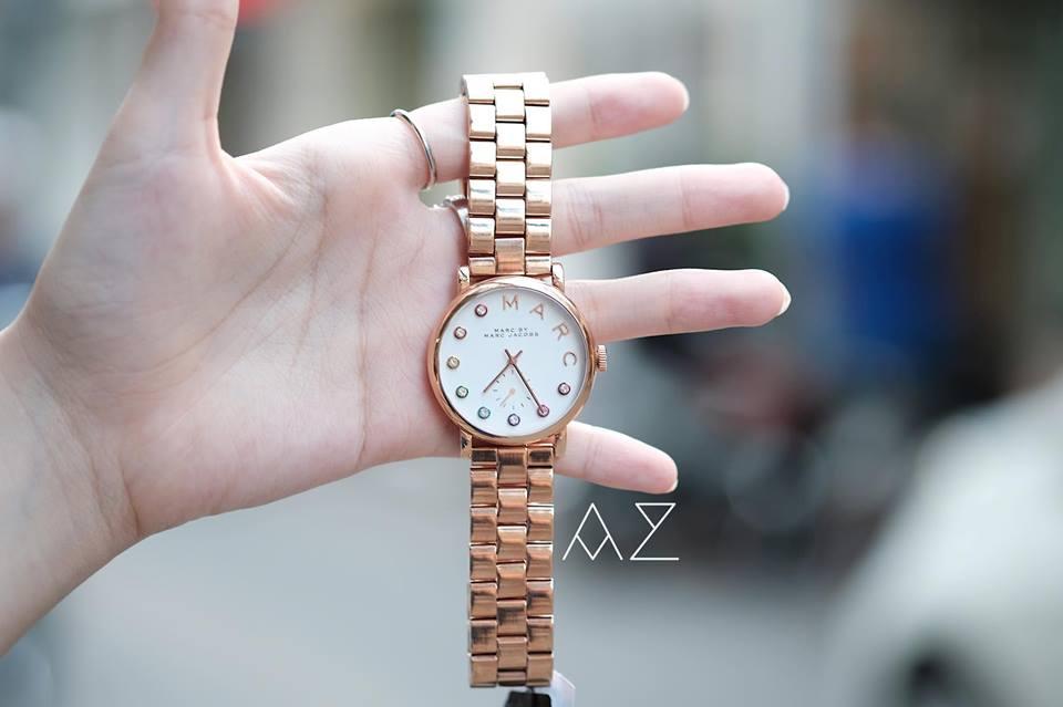 Dây và case đồng hồ được mạ vàng hồng thời thượng, trẻ trung