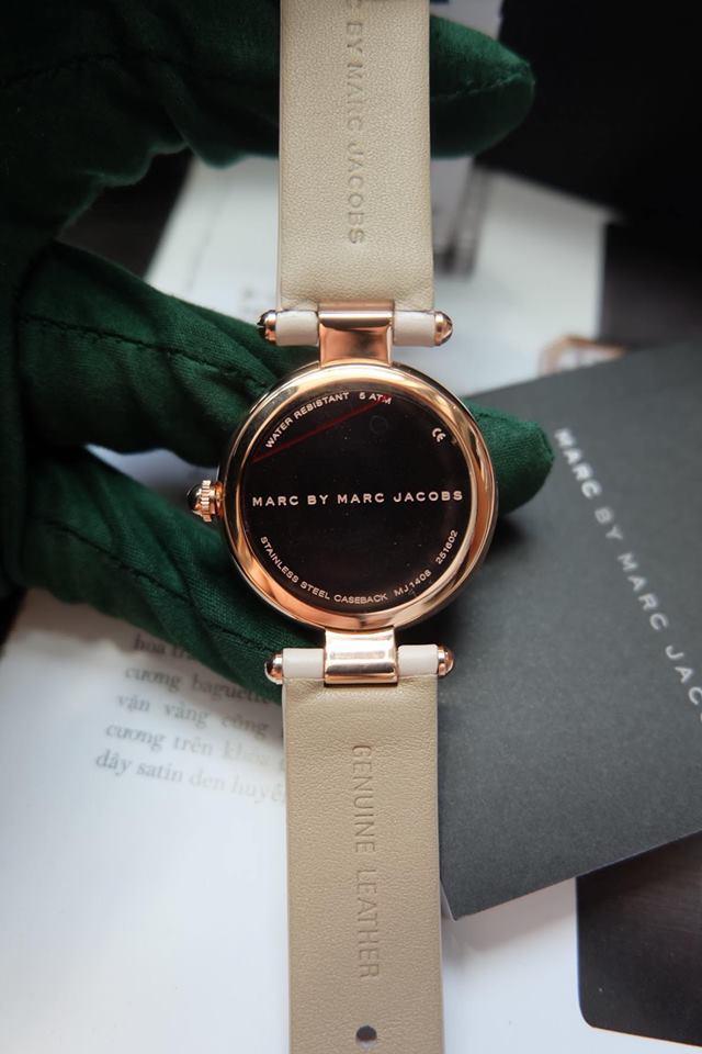 Mặt sau của chiếc đồng hồ MJ1408