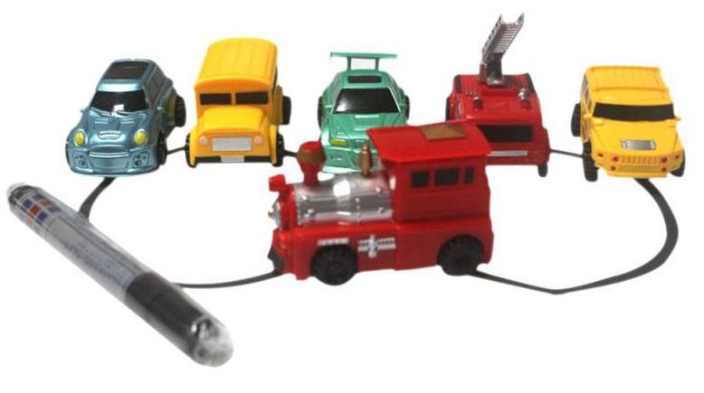 Ô tô đồ chơi cảm biến chạy theo nét vẽ