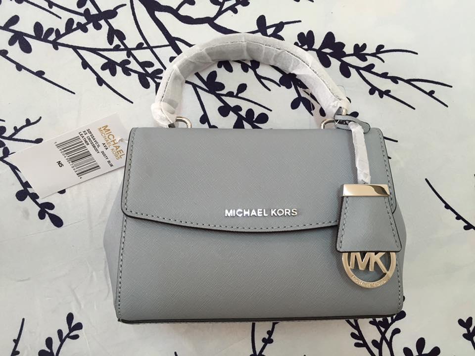 Cận cảnh chiếc túi Michael Kors Ava mini