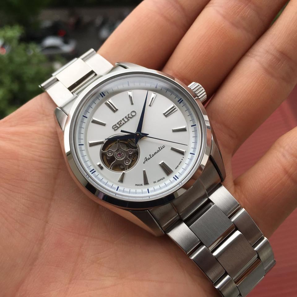 Cận cảnh chiếc đồng hồ SARY051