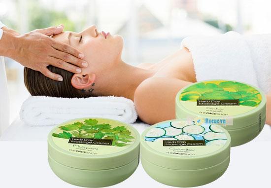 Massage mặt thường xuyên giúp kích thích lưu thông máu, làm đẹp da