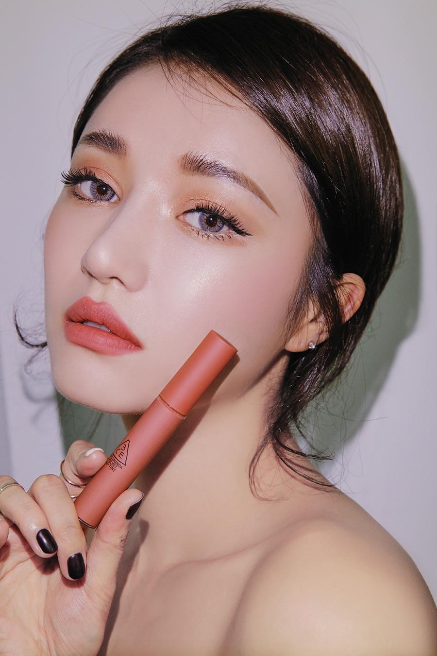 Son kem lì 3CE Velvet Lip Tint sắc cam hồng đất mạnh mẽ