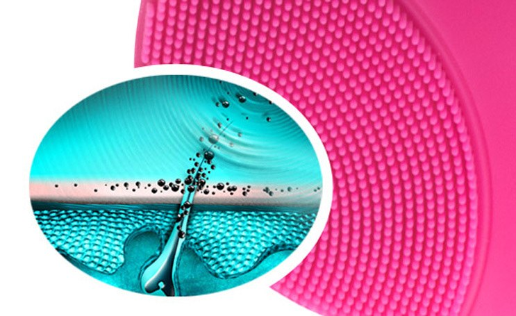 Máy rửa mặt Foreo Luna Mini 2 giúp làm sạch tối đa và massage cho da