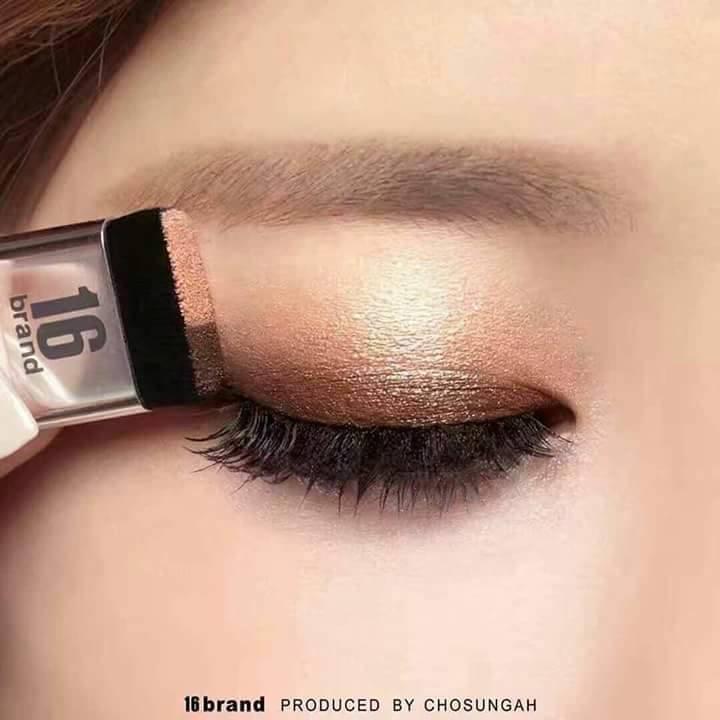 Phấn mắt gồm 1 màu nâu đồng và cam nude