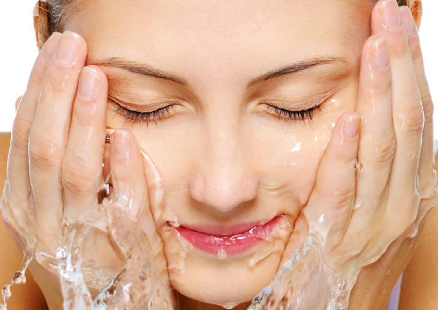 Công thức độc đáo giúp làm sạch da nhưng vẫn an toàn ngay cả với da nhạy cảm