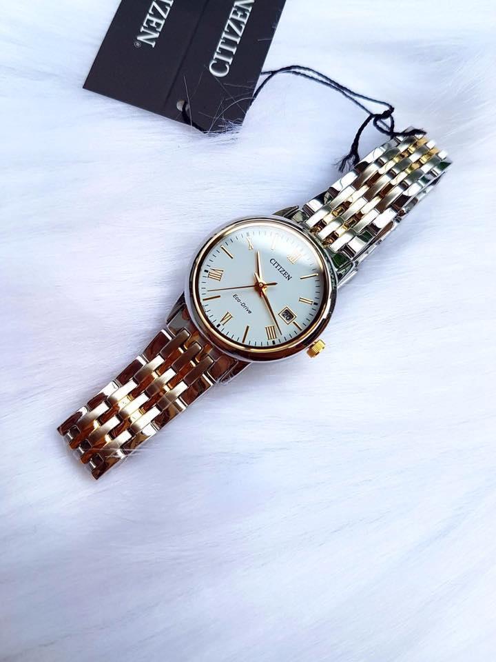 Chiếc đồng hồ sử dụng bộ máy Eco-Drive hoạt động bền bỉ, chuẩn xác