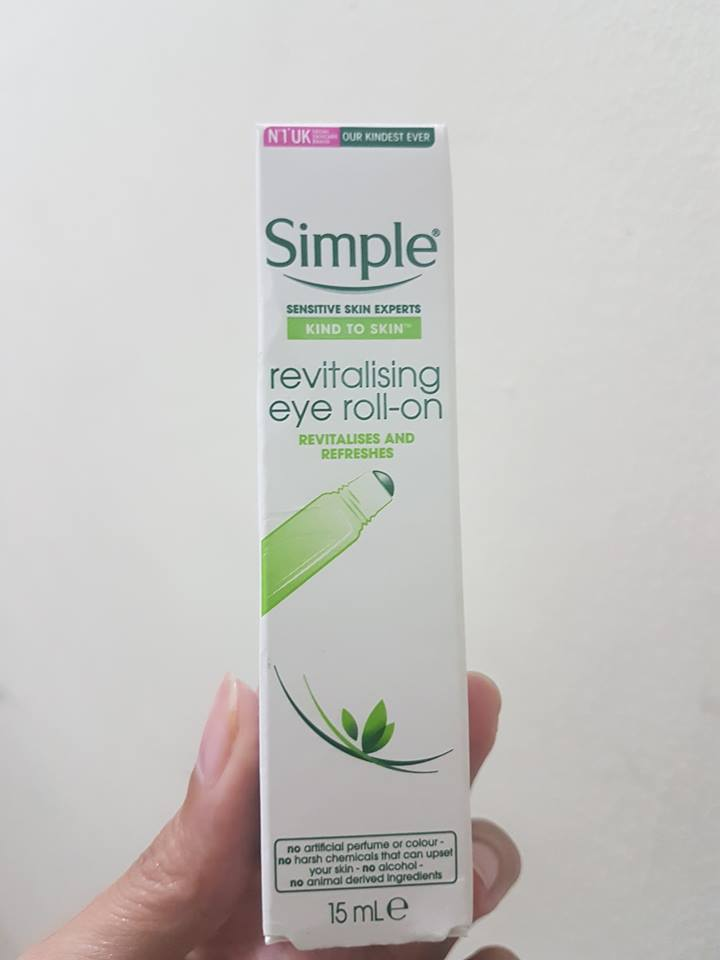 Kem dưỡng mắt Simple Kind To Eyes Revitalising Eye Roll On 1