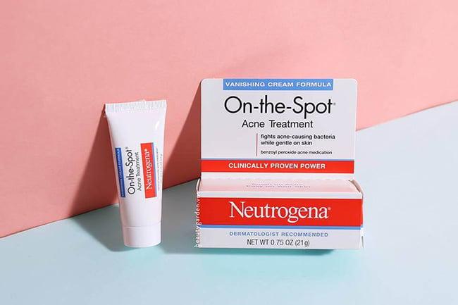 Kem trị mụn Neutrogena On The Spot Acne Treatment