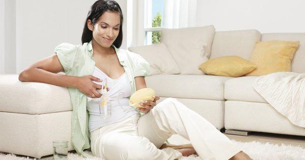 Chọn máy vắt sữa bằng tay hay máy hút sữa bằng điện?