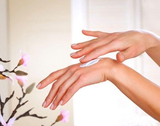 Kem dưỡng da tay Babaria tinh chất hoa tầm xuân giữ ẩm hiệu quả