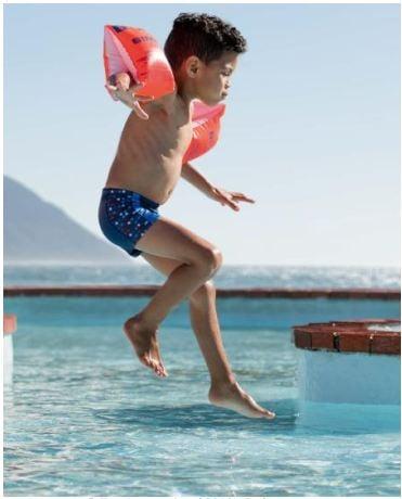 Hoạt động bơi lội thoải mái với bao phơi tay