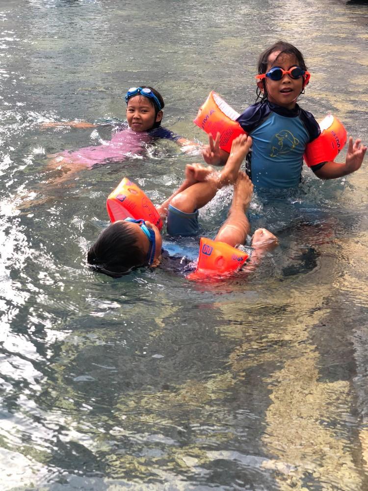 Phao bơi cho bé hoạt động vui chơi tập thể