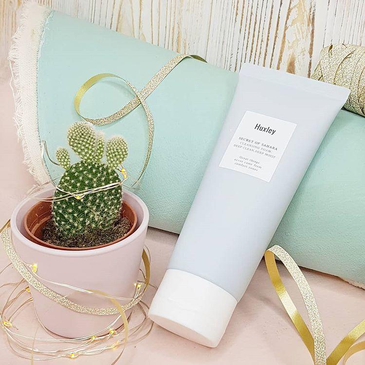 Sữa rửa mặt Huxley Cleansing Foam chăm sóc da toàn diện, bảo vệ da khỏi các bụi bẩn bên ngoài