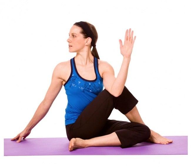 Bài tập thể dục tốt cho xương khớp 2: Vặn mình