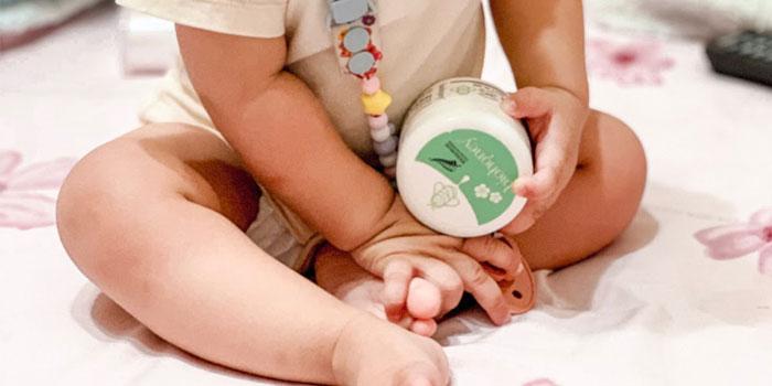 Thành phần kem kem  Biohoney Baby Nappy Balm thiên nhiên, không gây kích ứng trên da bé