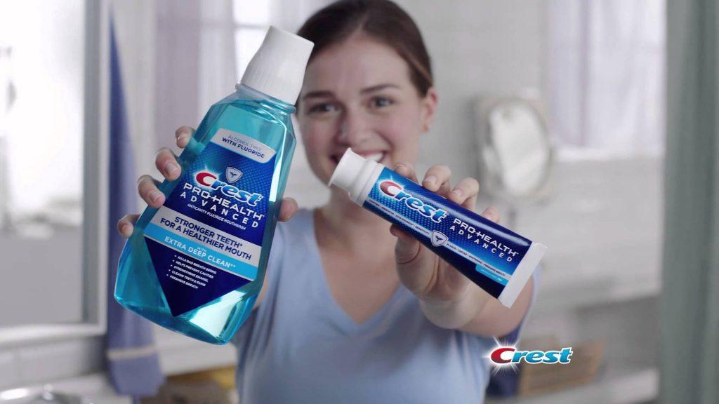 Dung dịch súc miệng Crest Pro-Health Advanced sử dụng cho cả người lớn và trẻ em