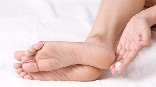Kem dưỡng da chân Callibelle với thành phần tự nhiên từ tinh dầu Argan giúp da mềm mại