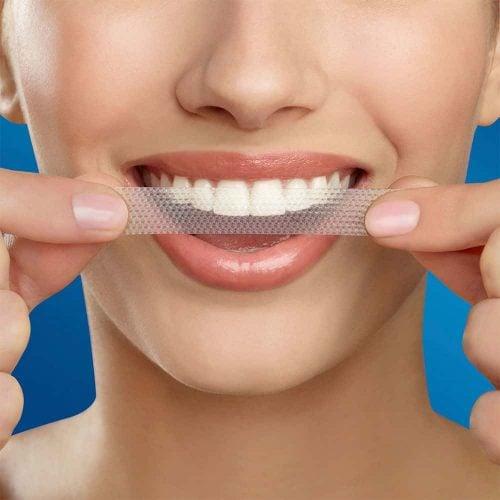 Miếng dán trắng răng Crest 3D Supreme Flexfit hỗ trợ loại bỏ mảng bám
