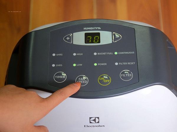 Bảng điều khiển máy hút ẩm dễ dàng theo dõi