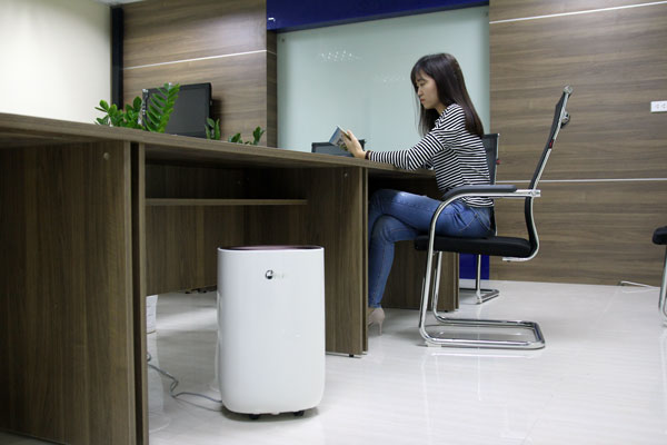 Máy hút ẩm dân dụng FujiE HM 912EC-N hỗ trợ không gian phòng rộng