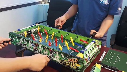 Bàn đá bóng Billard mini Gobal XJ808-1 dễ dàng điều khiển và chơi cho các bé và người lớn