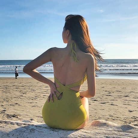Bộ bikini liền thân áo vắt chéo lưng thiết kế trẻ trung, sang trọng