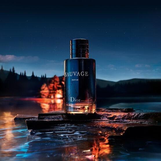 Nước hoa nam Dior Sauvage EDP mạnh mẽ, trẻ trung, hiện đại