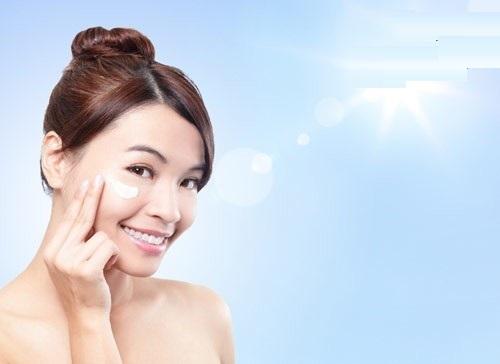 Tác động chống nắng và bảo vệ da dịu nhẹ, chăm sóc da cả ngày dài