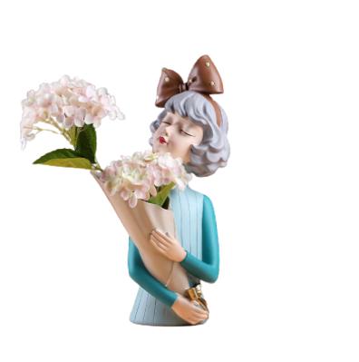 Bình hoa cô gái Sirley Asaka