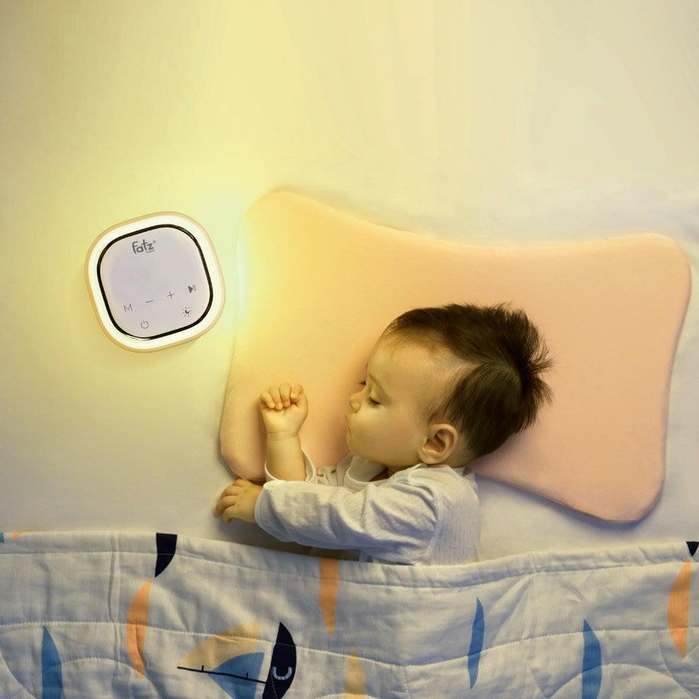 Fatzbaby Resonance 3 FB1160VN và FB1161VN thiết kế đèn Led giúp mẹ hút sữa buổi tối thuận tiện