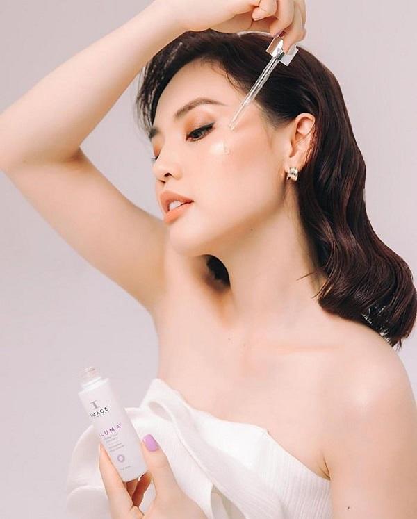 Serum Image Iluma Intense Facial Illuminator hỗ trợ giảm đốm nâu tự nhiên trên da