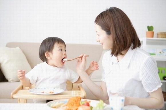 Siro Healthy Care Kids Zinc + Vitamin C tăng đề kháng cho bé