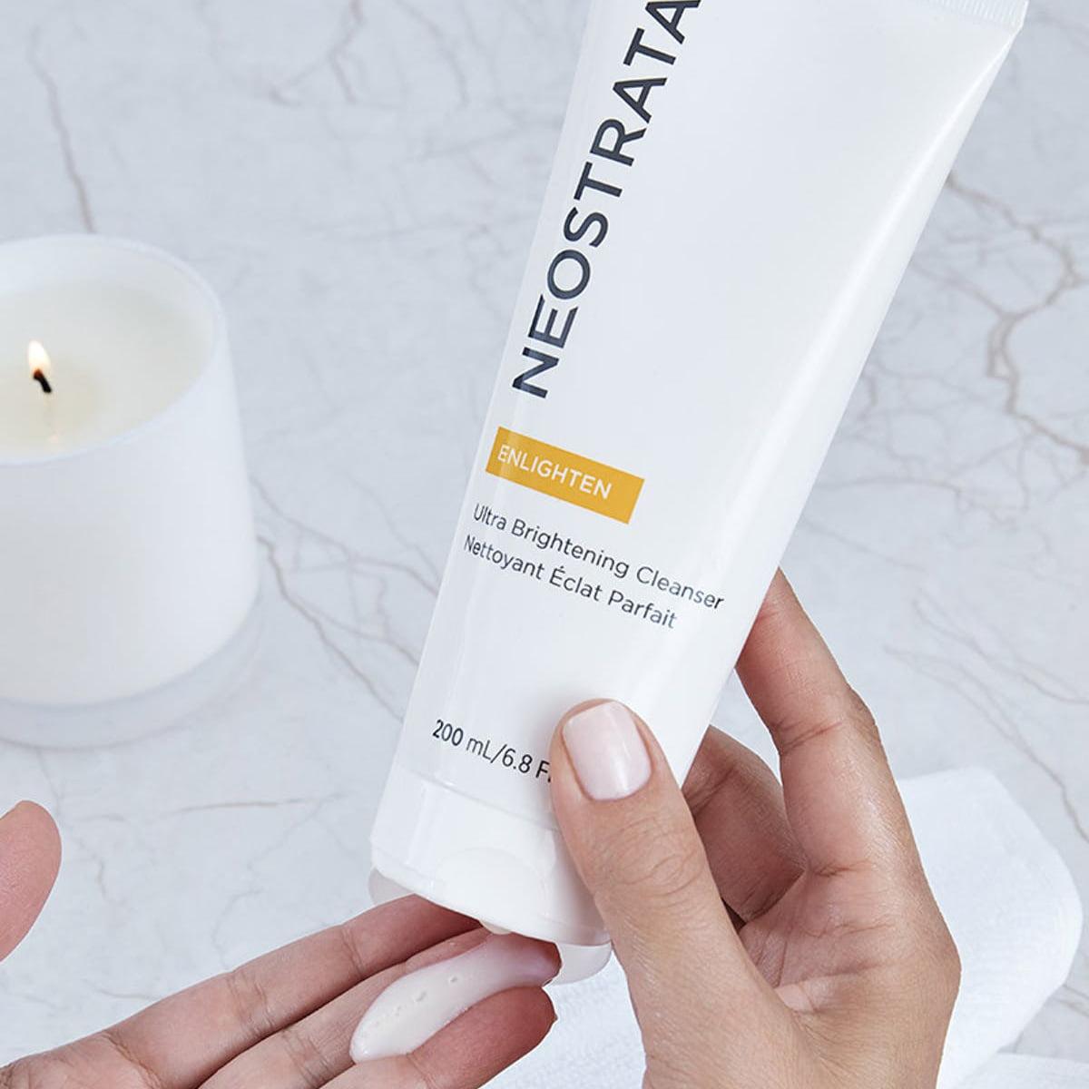 Sữa rửa mặt NeoStrata Enlighten Ultra Brightening Cleanser dạng sữa mềm, sạch da, sáng da