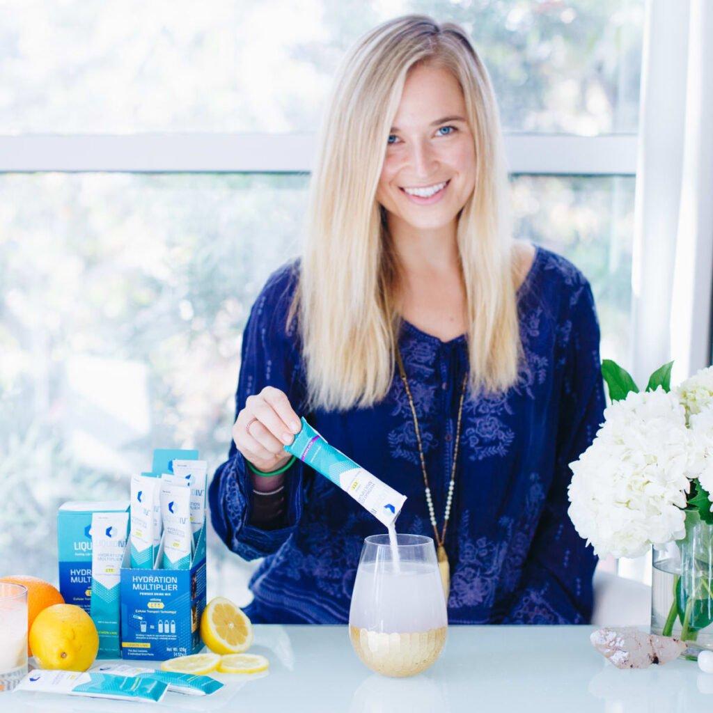 Bột điện giải Liquid I.V. Hydration Multiplier Passion Fruit hỗ trợ phục hồi sức khỏe