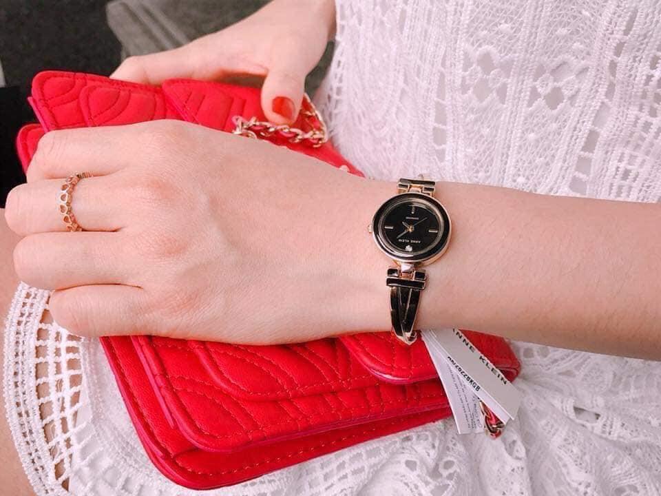 Đồng hồ nữ Anne Klein AK/2622BKRG mặt đen viền rose gold case 24mm 2